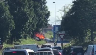Bergamo, l'aereo avvolto dalle fiamme