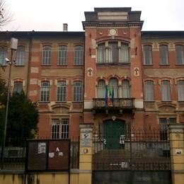 Caravaggio, crolla l'intonaco dal soffitto Chiude la scuola appena inaugurata