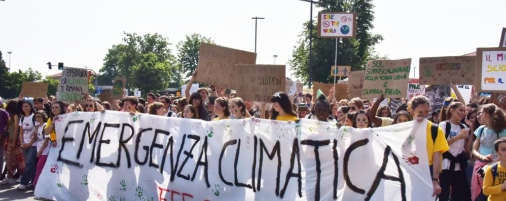 Venerdì sciopero studentesco per il clima Il ministro Fioramonti: assenze giustificate