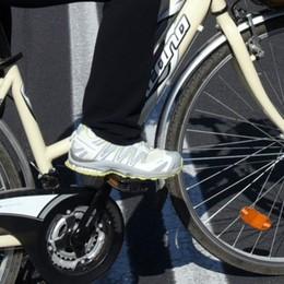 Bergamo e i riders, Cisl: non ci sono  tutele Cgil: serve un compenso minimo  garantito