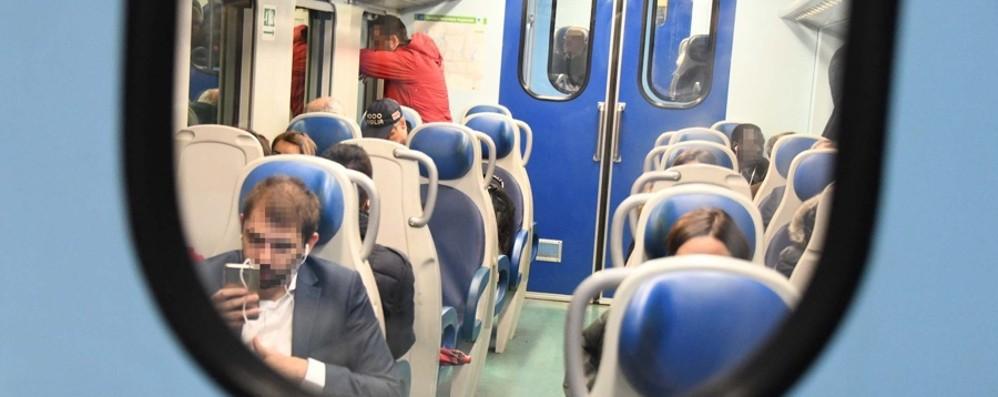 Scintille e fumo sul treno per Milano Interviene il capotreno con l'estintore