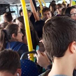 Bus affollati, gli studenti pronti a scendere in piazza