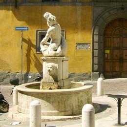 Un click per la Fontana del Delfino Bergamo perde posizione, l'appello:votate