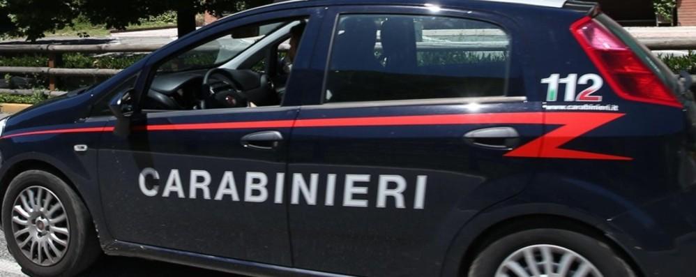 Adescava le vittime con annunci online poi le rapinava: arrestato dai Carabinieri