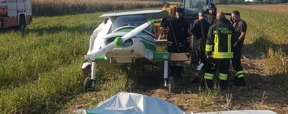Atterraggio d'emergenza per ultraleggero  Arcene, pilota salvo per miracolo