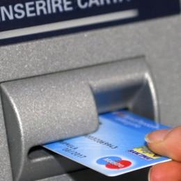Bancomat e carte, aumentano le frodi Codacons, il decalogo per i consumatori
