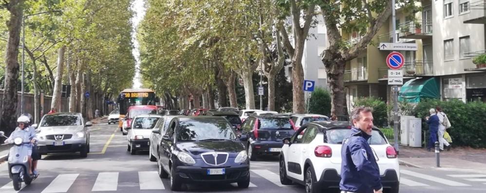 Bergamo, traffico e code in zona stadio Tra cantieri e mercato è il caos