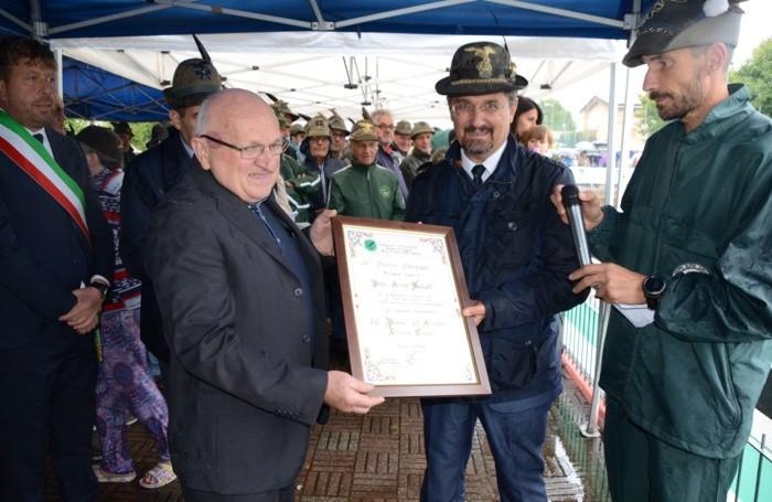 Padre Arturo Spelgatti ha ricevuto il «Premio dell'Altipiano»