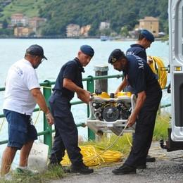 I danni all'auto e  il corpo disteso sui sedili   Tutti i misteri del cadavere nel lago