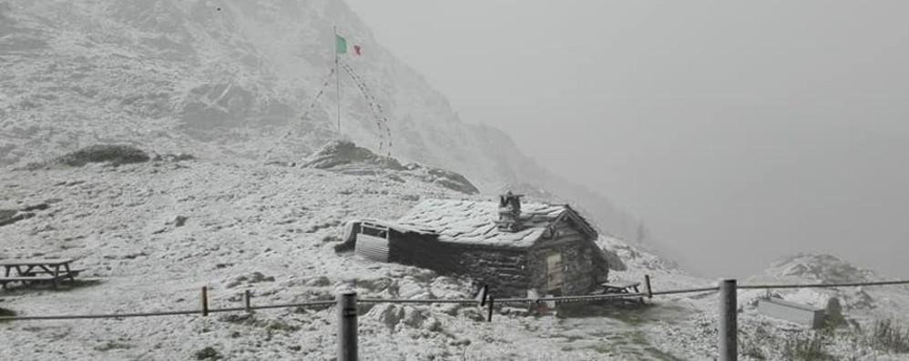Piogge e temperature a picco I  rifugi imbiancati dalla neve - Foto