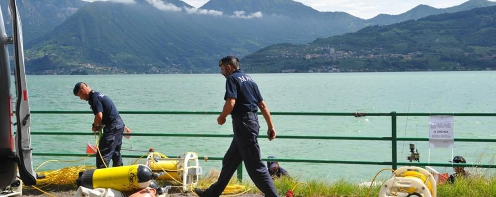 Tavernola, si attende il rientro della moglie Anticipato a giovedì il recupero nel lago