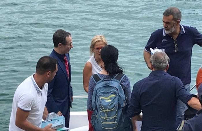 In giacca e cravatta il pm Mancusi, a fianco il procuratore aggiunto Maria Cristina Rota e di spalle, con lo zaino, il medico legale Deborah Mazzarelli