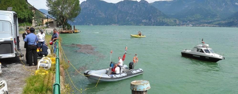 Lago ai raggi X, l'Arma avvia la mappatura Carcasse d'auto e scorie nocive affondate