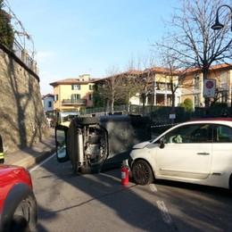 Bergamo, scontro fra due auto Una si ribalta, due feriti - Foto