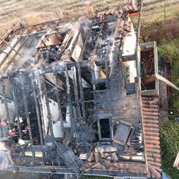 Brucia tetto tra Treviglio e Calvenzano Famiglia di 5 persone fuori casa- Foto