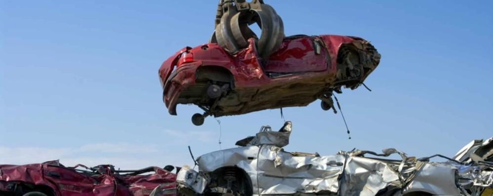 Documenti falsi per le auto da rottamare Bergamo, 6 imprenditori finiscono nei guai