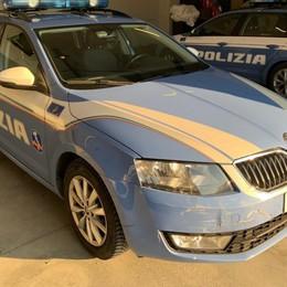 Fugge a un controllo e sperona la Polizia Via auto, patente e seimila euro di multa