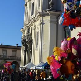 In festa per San Mauro a Sarnico  Ma non si bacia la reliquia