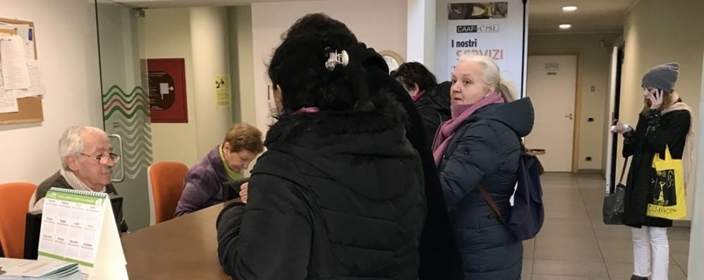 Reddito e pensione: Isee, in 10 mila ai Caf Le scadenze di gennaio per i benefici Inps