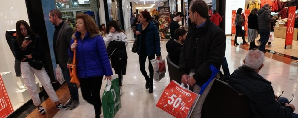 Saldi, vendite in calo fino al 10% I commercianti: «Pesa il Black Friday»