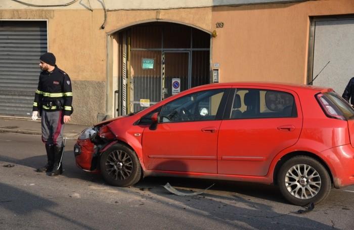 Una delle auto urtate nella fuga dei malviventi