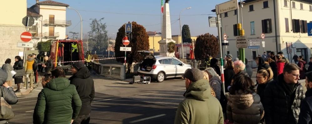Omicidio a Calcio, ucciso un ventenne Uomo in caserma e interrogato