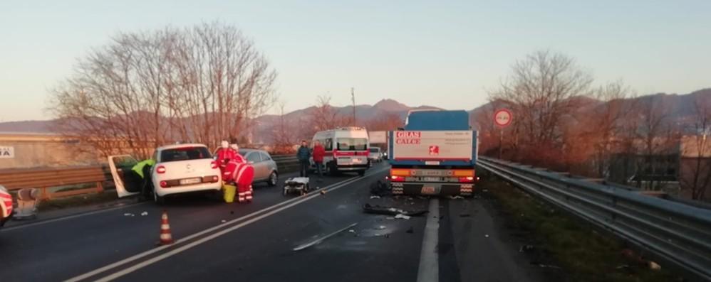 Scontro tra un'auto e un tir  Montenegrone, grave una 56enne