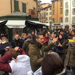 Bergamo,  in piazza poche Sardine Un centinaio al raduno in centro