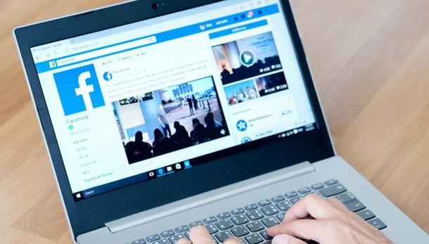 Critica gli agenti su Facebook Gli arriva a casa il verbale