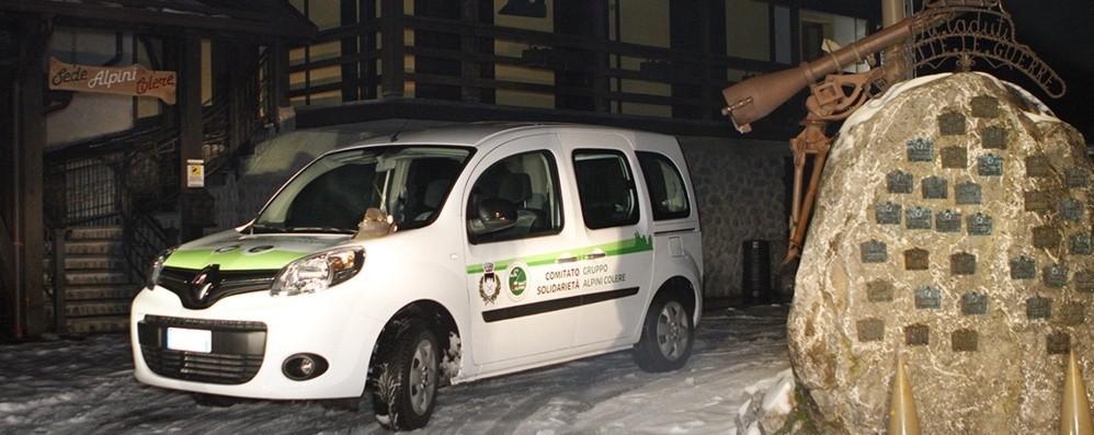 Gli alpini donano auto al Comune Ma la burocrazia la tiene ferma 924 giorni