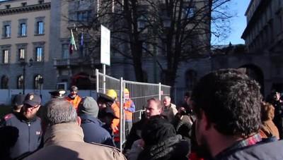 Manifestazione piazza Dante