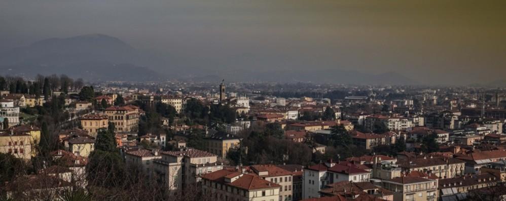 Non basta la pioggia di queste ore Smog, mercoledì avanti con le limitazioni