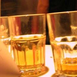 Fontanella, rissa in un bar nella notte Spunta un coccio di vetro, due feriti