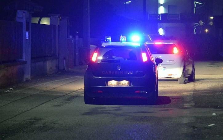 Fugge in auto trascinando un carabiniere Trescore, in manette una donna