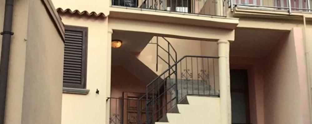 Si arrampica per entrare in casa e cade  Vigolo, muore muratore di  38 anni