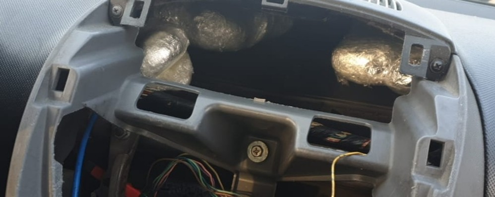 Un chilo di cocaina nascosta in auto A Filago arrestati due spacciatori