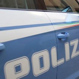 Donna in auto con il finestrino abbassato Malvivente in scooter la rapina del Rolex