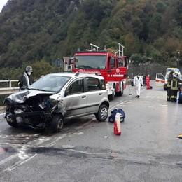Scontro sulla statale della Val Brembana Tre feriti, c'è anche un ragazzo di 15 anni
