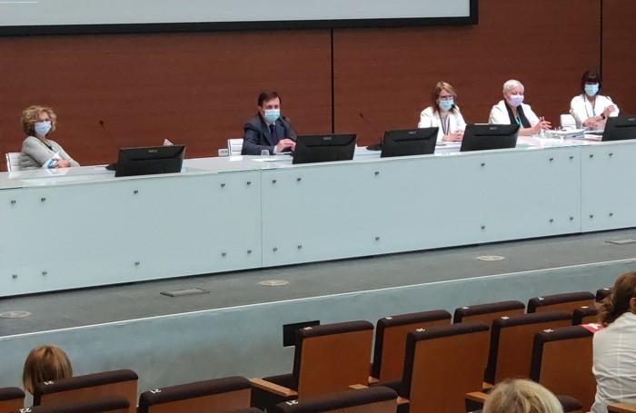 Al tavolo, da sinistra: Anna Maria Lidani, Fabrizio Limonta, Simonetta Cesa, Monica Casati, Cristina Caldara