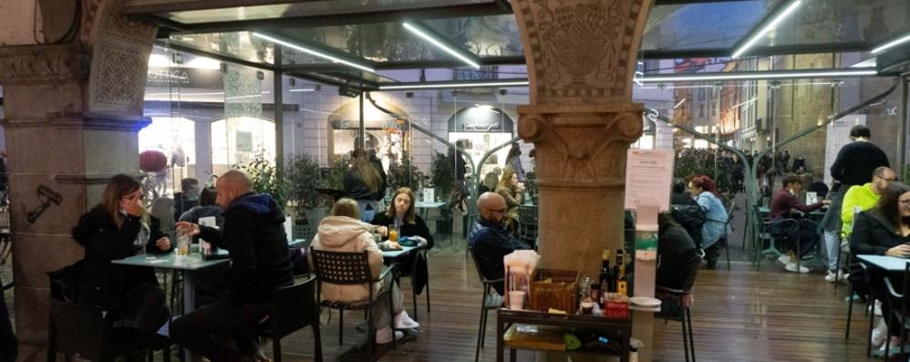 Bar e ristoranti: il lockdown preoccupa «Più rischi negli spazi senza controllo»