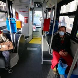 Ubriaco sul tram senza mascherina  Nembro, aggredito l'autista