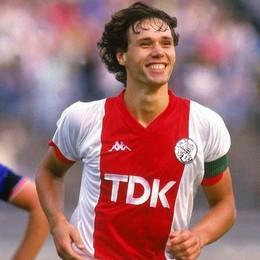 Stasera Atalanta-Ajax: la sfida tra fabbriche di talenti. Da Cruijff a van Basten, viaggio tra i campioni