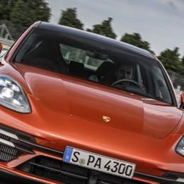 Ecco la nuova Porsche Panamera 4S E-Hybrid
