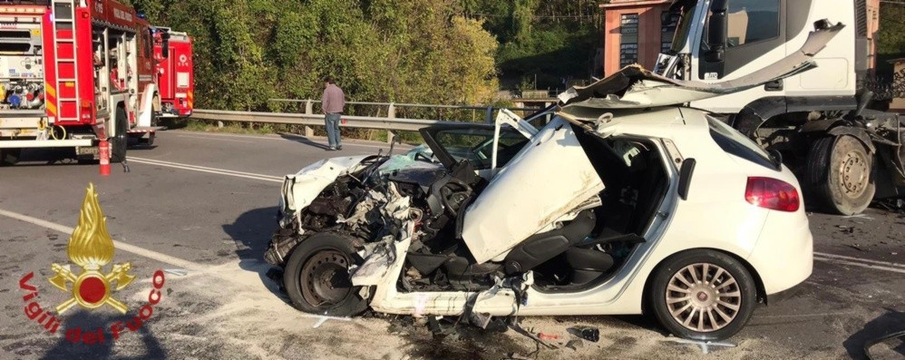 Schianto contro un camion in Val Gandino Resta grave il 51enne di Gromo