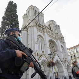 Strage nella basilica di Nizza, tre morti  Macron: non cediamo al terrore