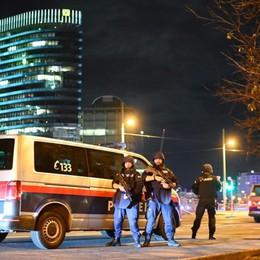 Vienna, spari alla sinagoga: morti e feriti «Si è trattato di un attentato terroristico»