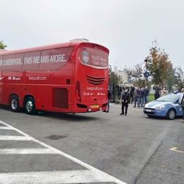 Il Liverpool si allena a Zanica - Foto Folla di curiosi fuori dal centro sportivo