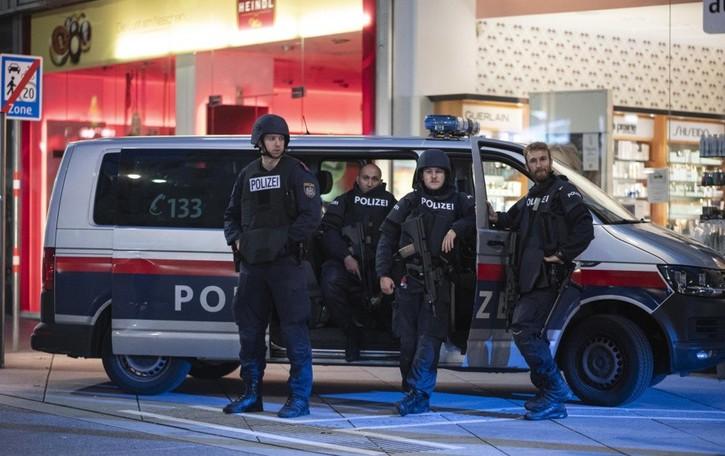 Vienna, colpite sei zone della città Sale a 3 il numero delle vittime dei terroristi