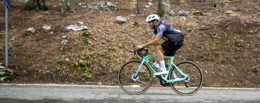 A 26 anni ricoverato per il Covid Ora conquista il record in bici