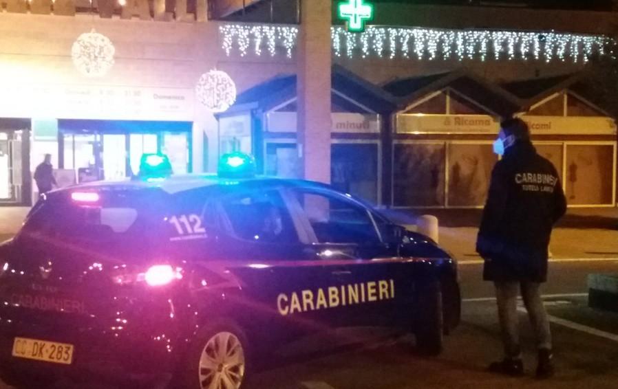 I controlli dei carabinieri nei negozi e centri commerciali di Seriate